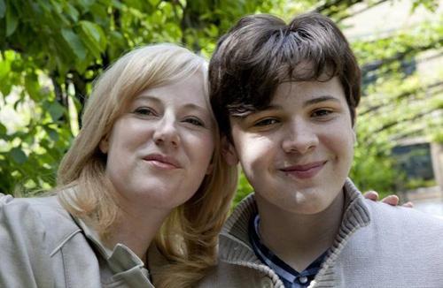 Kristine Barnett chụp ảnh cùng Jacob năm em 15 tuổi. Ảnh: Deborah Baic/The Globe and Mail.