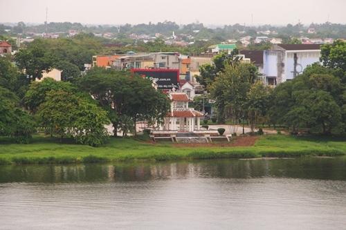 Công viên Thương Bạc là một trong 4 công viên lớn nằm dọc bờ sông Hương. Ảnh: Võ Thạnh