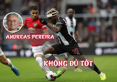 Khi Mourinho dẫn dắt Man Utd, Pereira đều bị cho mượn ở Granada và sau đó là Valencia.