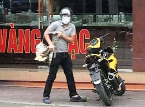 cảnh sát xác định, nghi phạm cướp ở tiệm vàng Lương Oanhlà Đinh Thanh Tùng. Ảnh: CTV