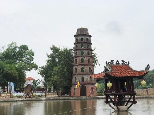 Khuôn viên chùa Nga Hoàng. Ảnh: Gia Chính