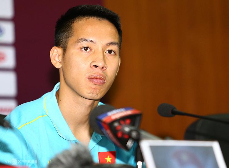 Tiền vệ Đỗ Hùng Dũng trong buổi họp báo trước trận tại Liên đoàn bóng đá Việt Nam sáng 9/10