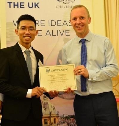Anh Nguyễn Ngọc Minh - người nhận học bổng Chevening 2019 đem khát khao xây dựnghệ thống y tế tốt hơn cho bệnh nhân phục hồi chức năng làm hành trang đến Anh.