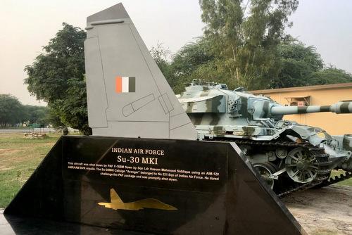 Tượng đài bắn hạ Su-30MKI được Pakistan dựng lên hồi tháng 8. Ảnh: Sidhant Sibal/Twitter.