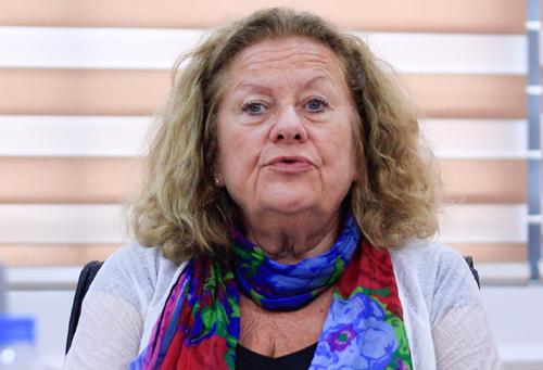 GS Agnes Florin chia sẻ tại tọa đàm Trường học hạnh phúc hôm 8/10. Ảnh:Dương Tâm