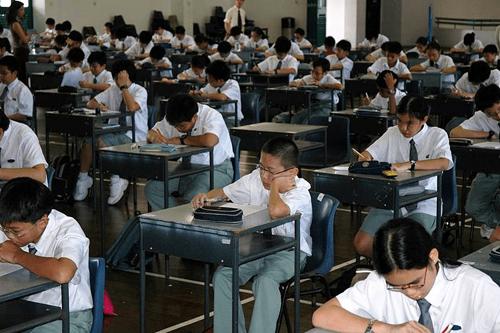 Học sinh Singapore chịu nhiều áp lực học tập.Ảnh: Nushs.