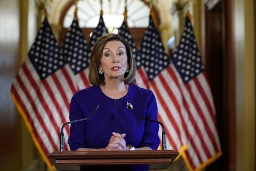 Chủ tịch Hạ viện Mỹ Nancy Pelosi tuyên bố mở cuộc điều tra luận tội Trump ngày 24/9. Ảnh: Reuters.
