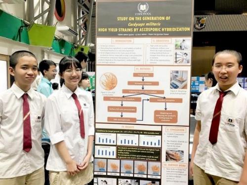 Nhóm Trịnh Minh Quân (Lớp 10), Trần Thị Quỳnh Trâm (Lớp 10), Lê Đức Minh (Lớp 9) đạt giải đồng dự án Phân lập đông trùng hạ thảo tạo ra giống tối ưu bằng phương pháp lai hữu tính và nuôi cấy mô.