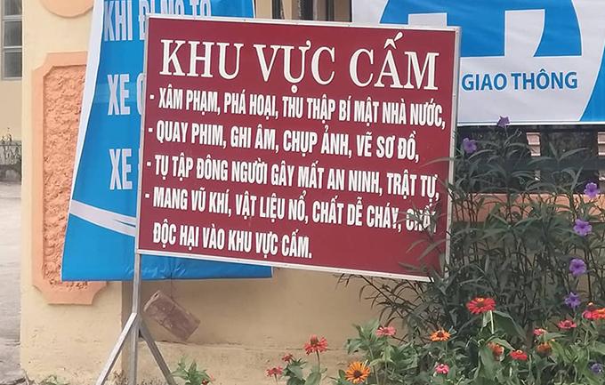 Nội dung tấm biển tại trụ sở UBND xã Tam Đình (huyện Tương Dương).