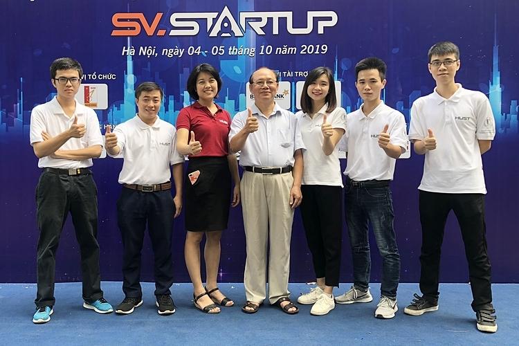 Các thành viên của dự án Ứng dụng công nghệ 3D chế tạo sản phẩm phục vụ y tế, giáo dục tại cuộc thi SV.Startup 2019. Ảnh: Nhân vật cung cấp
