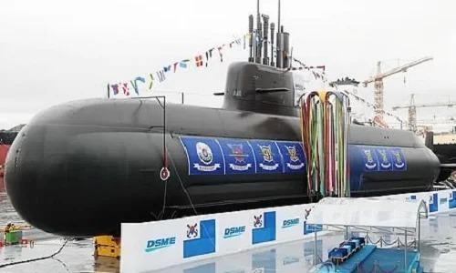 Một tàu ngầm lớpJangbogo-III của Hàn Quốctrong lễ hạ thủy ngày 14/9/2018. Ảnh: Yonhap.