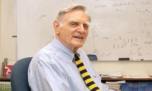 Nhà nghiên cứu 97 tuổi đoạt giải Nobel Hóa học 2019