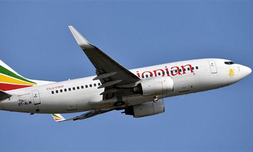 Một chiếc Boeing 737-700 của Ethiopian Airlines cất cánh ở sân bay Felix Houphouet-Boigny, Bờ Biển Ngà ngày 28/11/2017. Ảnh: AFP.