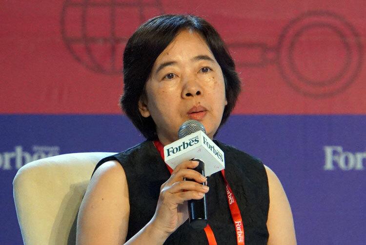 Bà Đàm Bích Thủy, Chủ tịch Đại học Fulbright Việt Nam, chia sẻ tại hội nghị. Ảnh: Mạnh Tùng.