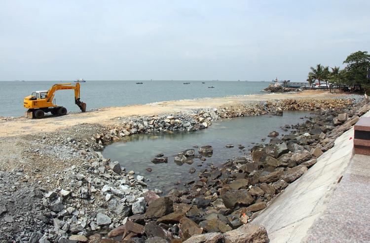 Doanh nghiệp được phép lấn biển 200 m từ bờ kè đường Trần Phú, TP Vũng Tàu. Ảnh: Nguyễn Khoa.