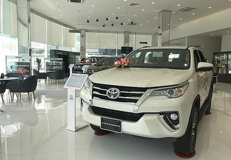 Toyota Fortuner trưng bày tại một đại lý ở quận Bình Thạnh, TP HCM. Ảnh: Thành Nhạn