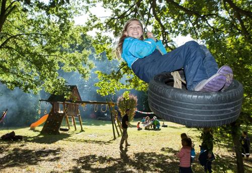Học sinh vui chơi trong khuôn viên trường tiểu học Liberty Woodland. Ảnh: Matt Writtle.
