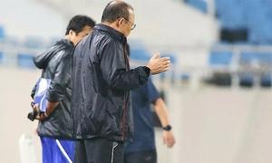 Ông Park cầu nguyện tại buổi tập cuối trước trận gặp Malaysia