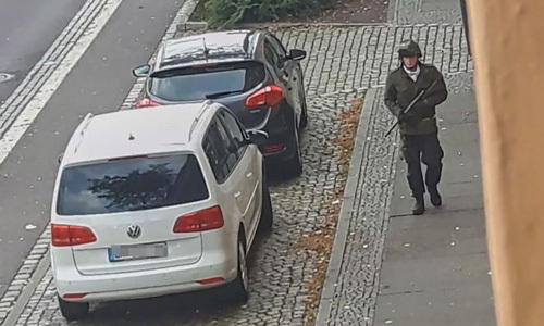 Hình ảnh trên mạng xã hội được cho là nghi phạm xả súng ở Halle hôm 9/10. Ảnh: Twitter.