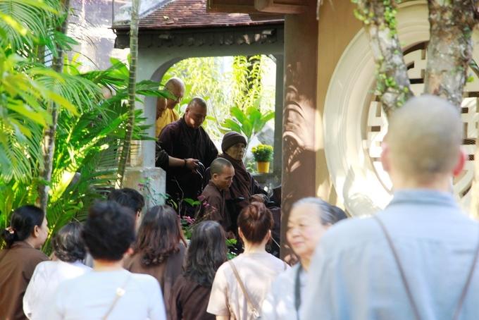 Chùa Từ Hiếu chật kín phật tử mừng sinh nhật thiền sư Nhất Hạnh