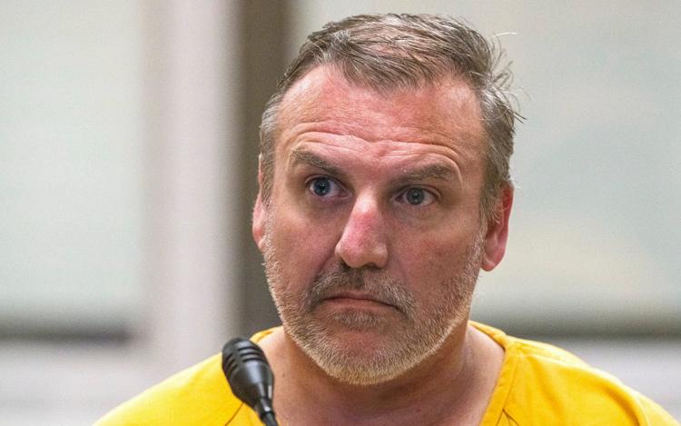 Brian xuất hiện tại tòa. Ảnh: Loren Holmes/Anchorage Daily News/AP.