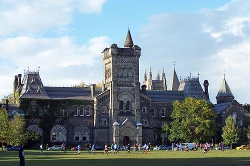 Học sinh tốt nghiệp tại CIC được Đại học Toronto miễn IELTS đầu vào.