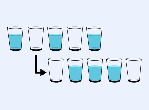 Di chuyển chiếc cốc nào để hàng phía trên giống hàng phía dưới?