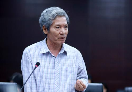 Ông Đặng Công Ngữ đóng góp ý kiến. Ảnh: Nguyễn Đông.