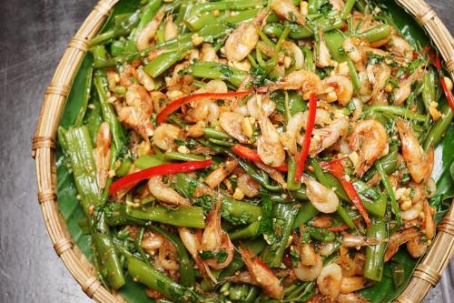 Món nộm rau muống tép lạ miệng, dễ ăn.