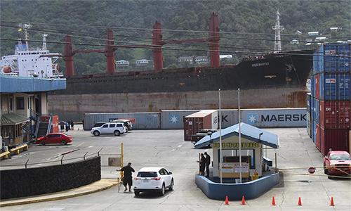 Tàu hàng M/V Wise Honest của Triều Tiên neo đậu tại Pago Pago, vùng lãnh thổ Samoa thuộc Mỹ ngày 11/5. Ảnh: AP.