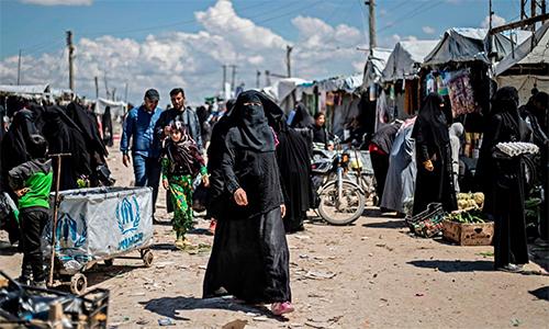 Người tị nạn trong trại Al-Hol, đông bắc Syria hồi tháng 6. Ảnh: AFP.