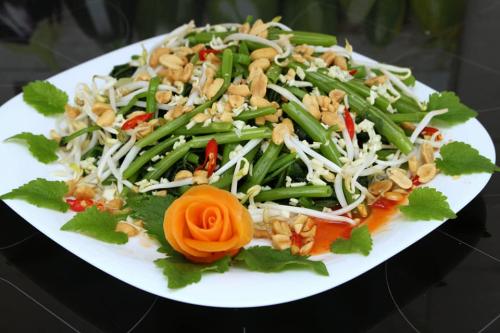 Món nộm rau muống phù hợp với người ăn chay, ăn kiêng.
