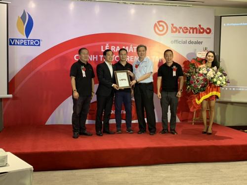 Trao giấy chứng nhận nhà phân phối ủy quyền Brembotại Việt Nam.