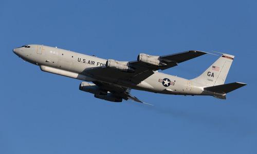 Chiếc E-8C số hiệu 97-0200 cất cánh từ Okinawa hồi năm 2018. Ảnh: okadna35/Twitter.