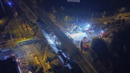 Đoạn cầu sập ở Vô Tích, Giang Tô hôm 10/10 nhìn từ trên cao. Ảnh: Shanghai Daily.