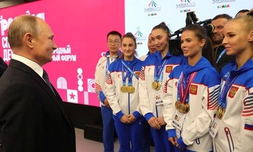 Putingặp gỡ các vấn động viên khi dự diễn đàn Nga - siêu cường thể thao tại thành phố Nizhny Novgorodhôm 10/10. Ảnh: Điện Kremlin.