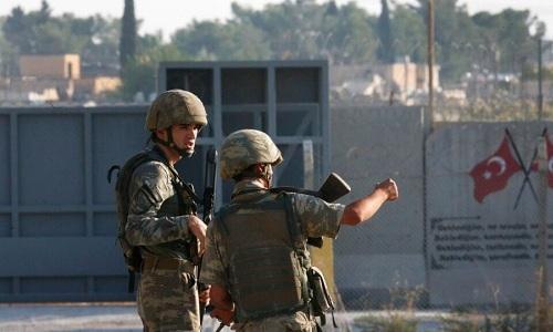 Các binh sĩ Thổ Nhĩ Kỳ tập trung ở biên giới phía bắc Syria ngày 9/10. Ảnh: AP.
