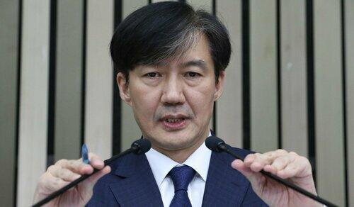 Bộ trưởng Tư pháp Hàn Quốc Cho Kuk. Ảnh: AFP.