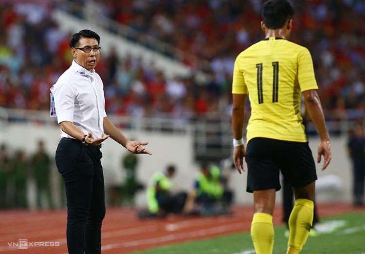 HLV Tan Cheng Hoe thất vọng với cách tấn công của đội nhà. Ảnh: Lâm Thoả