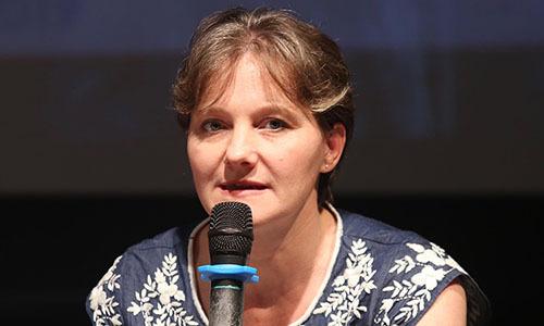 Karine Leger, giám đốc Airparif, mạng lưới quản lý chất lượng không khí thành phố Paris tại buổi toạ đàm ở Hà Nội chiều 12/10. Ảnh: Gia Chính.