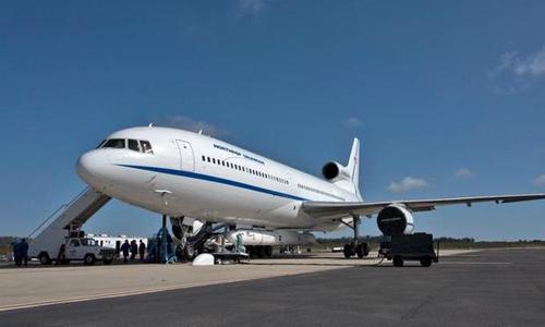Máy bay Stargazer L-1011 với tên lửa Pegasus XL gắn bên dưới. Ảnh: CBS News.