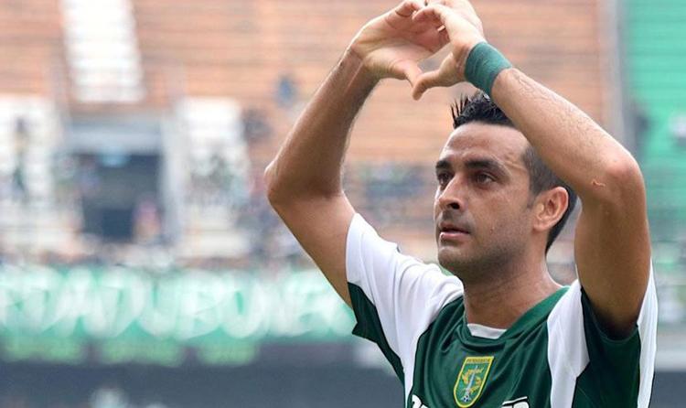 Trung vệ Otavio Dutra được kỳ vọng giúp Indonesia thủ tốt hơn trước Việt Nam.