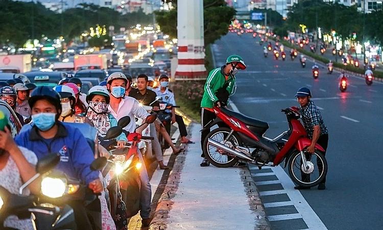 Lưu thông xe máy trên đường Phạm Văn Đồng, quận Thủ Đức, TP HCM. Ảnh: Hữu Khoa