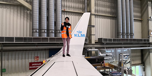 Michele Kobke trong một lần tiếp cậnmáy bay Boeing 737-800 ngoài đời thực. Ảnh: Michele Kobke/Facebook