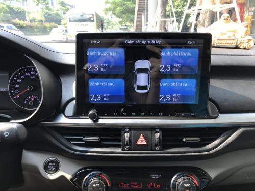 Màn hình tích hợp GPS cùng công nghệ điều khiển bằng giọng nói, kiểm tra áp suất lốp.