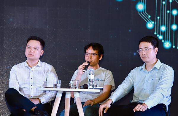 Ông Bùi Hải Hưng, đại diện VinAI (giữa) trong phần thảo luận bàn tròn.