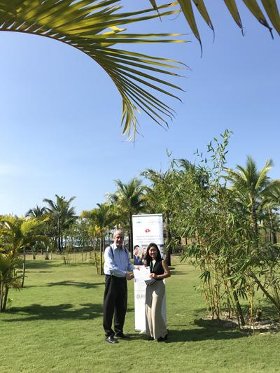 Công ty Cầu Xanh là đại diện uy tín của trường IMI tại Việt Nam. Ảnh đại diện Cầu Xanhchụp cùng Nhà sáng lập trường IMI trong buổi lễ tuyên dương hỗ trợ sinh viên xuất sắc khu vực châu Á, trường IMI.