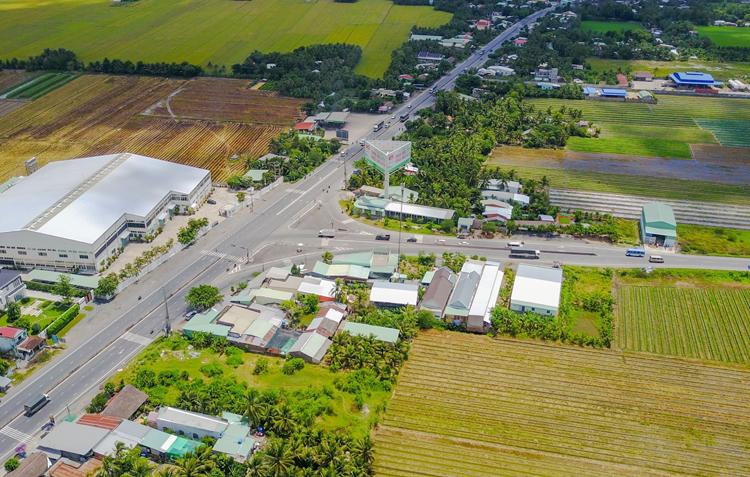 Điểm giao giữa quốc lộ 1 và tuyến tránh qua thị xã Cai Lậy. Ảnh: Như Quỳnh.