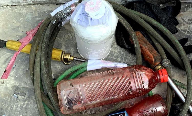 Dụng cụ làm giả thịt bò bị cơ quan công an tạm giữ. Ảnh: Việt Quốc.