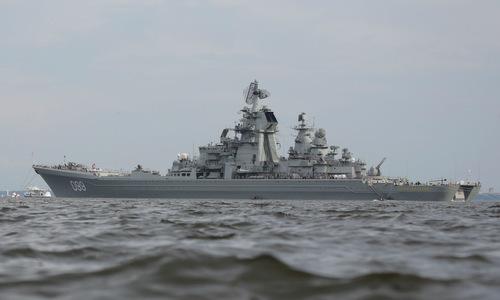 Tàu tuần dương Pyotr Đại đế neo tại thành phố St. Petersburg hồi năm 2017. Ảnh: Reuters.
